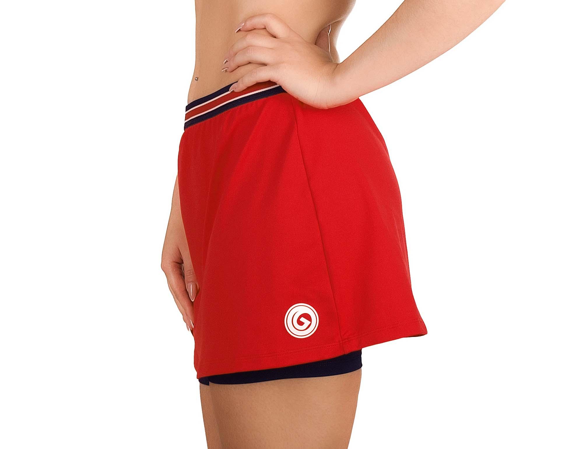 Falda roja con pantalón corto interior azul