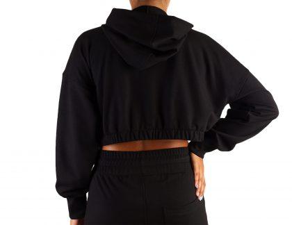 Casaco fitness curto com fecho e bolsos para mulher